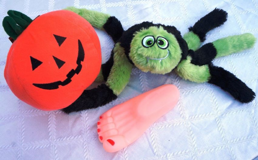 EXTRA LARGE HALLOWEEN DOG TOY SET - PLUSH PUMPKIN SPOOKY SPIDER & SEVERED FOOT